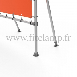 Fixed display frame with tension banner on aluminium tubular structure. Foot detail : Tube clamp fitting 131