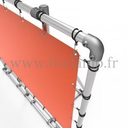 Cadre d'affichage XL sur pied avec bâche tendue en structure tubulaire. Détaille raccord tubulaire coude