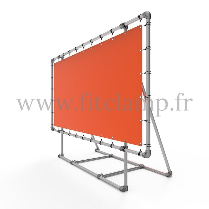 Marco expositor XL sobre soporte con lona publicitaria de estructura tubular. FitClamp