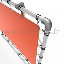 Cadre d'affichage XL sur pied avec bâche tendue en structure tubulaire avec renfort. Détaille raccord tubulaire coude