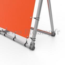 Cadre d'affichage inclinée avec bâche tendue et 1 renfort
