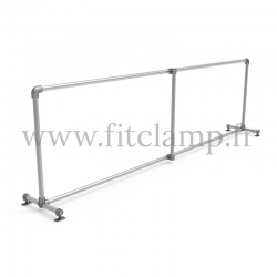 Upright display frame for tension banner on aluminium tubular structure. With tube of reinforcement.