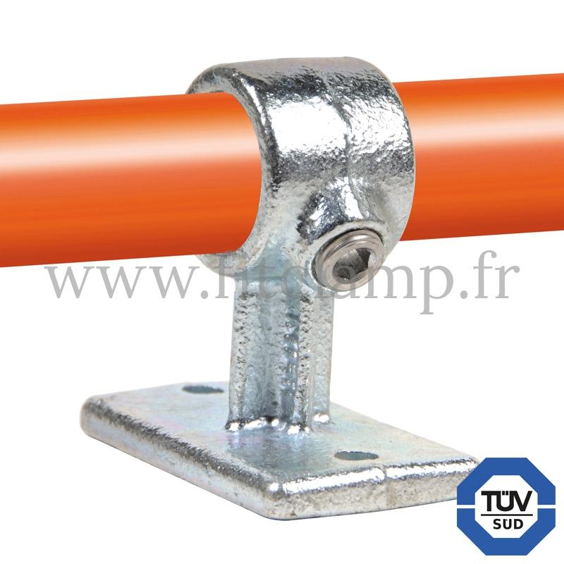 Raccord tubulaire Patte de fixation traversante (143) pour un assemblage tubulaire