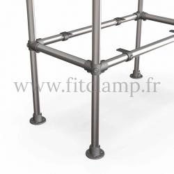 Etagère droite simple en structure tubulaire C42 en acier galvanisé. Piètement raccord tubulaire platine détaille. FitClamp