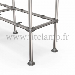 C42 Tubular double upright shelving unit: Furniture in tubular structure. Option foot: plate
