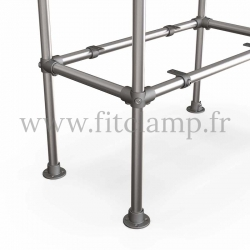 Etagère droite Simple en structure tubulaire en acier galvanisé. Piètement raccord tubulaire platine. En situation. FitClamp