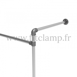 Tubular structure single wall-mounted clothes rail. Foot option : plate 131