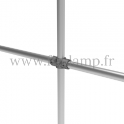 Double wall-mounted clothes rail - tubular structure. Tubular structure with galvanised steel round tubes Ø B 34.