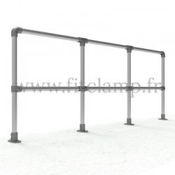 Poteau barrière droite en structure tubulaire acier galvanisé - En situation.  Extension