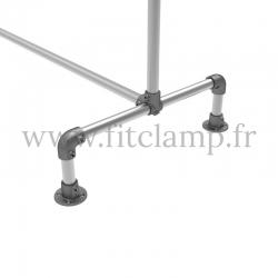 Porte-vêtements double largeur en structure tubulaire acier galvanisé. Piètement raccord tubulaire platine. FitClamp