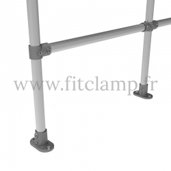 Poteau barrière droite en structure tubulaire acier galvanisé. Piètement raccord tubulaire platine - Extension
